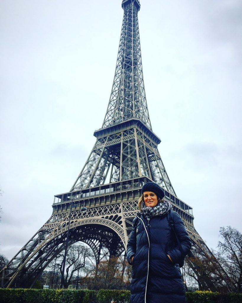 Ana_zapatillas en la Torre Eifeel