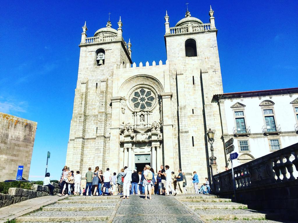 oporto Fachada de la catedral de Oporto