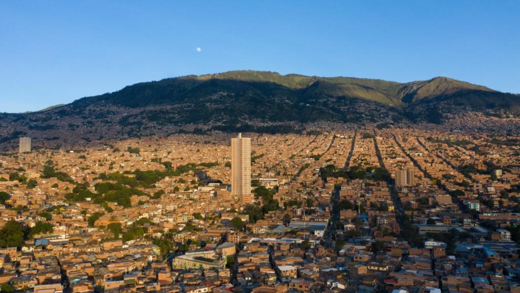 los 10 imprescindibles de Medellín ciudad vista desde el cielo