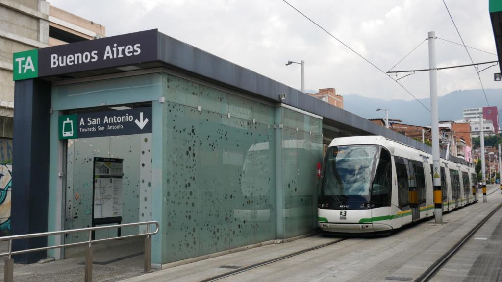 los 10 imprescindibles de Medellín subirse en su tranvía