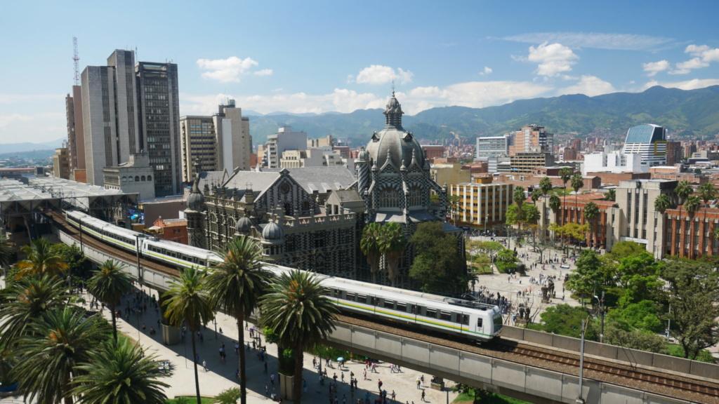 los 10 imprescindibles de Medellín ver la plaza de botero