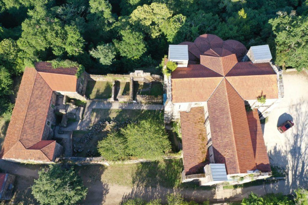 planes-culturales-en-las-rias-baixas-monasterio-de-carboeiro-vista-dron