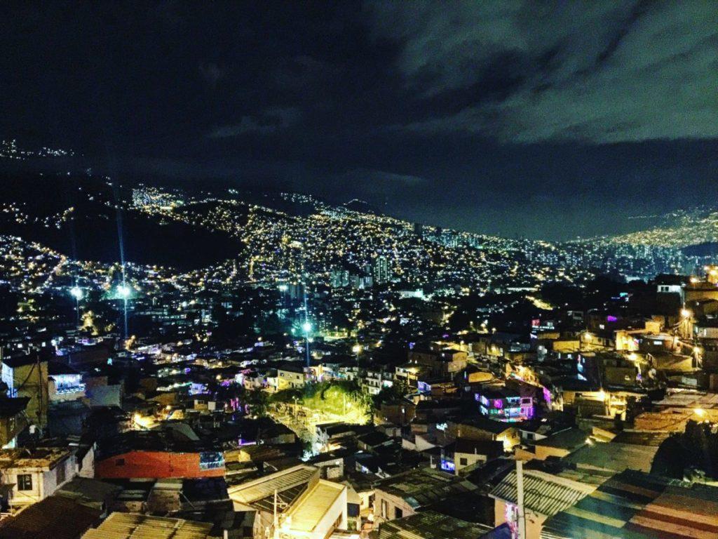Medellín, vista desde comunca 13 con dron