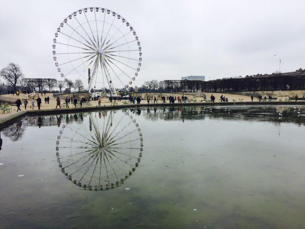 Paris que ver en 3 días jardines de Tuileries con la noria de fondo, en invierno