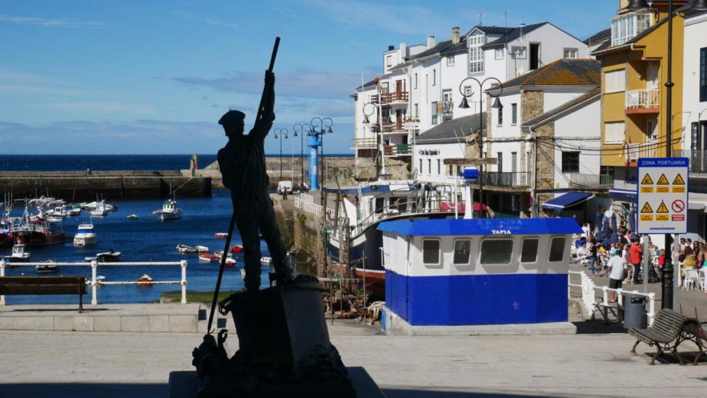 tapia de casariego escultura central del puerto