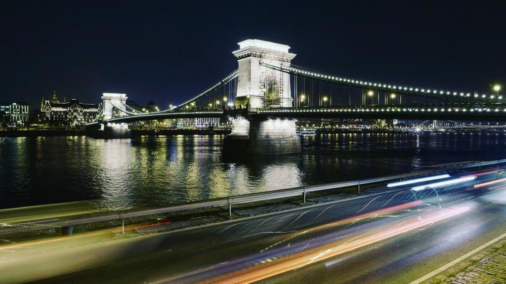 BUDAPEST, QUÉ VER EN 3 DÍAS puente de las cadenas iluminado por la noche