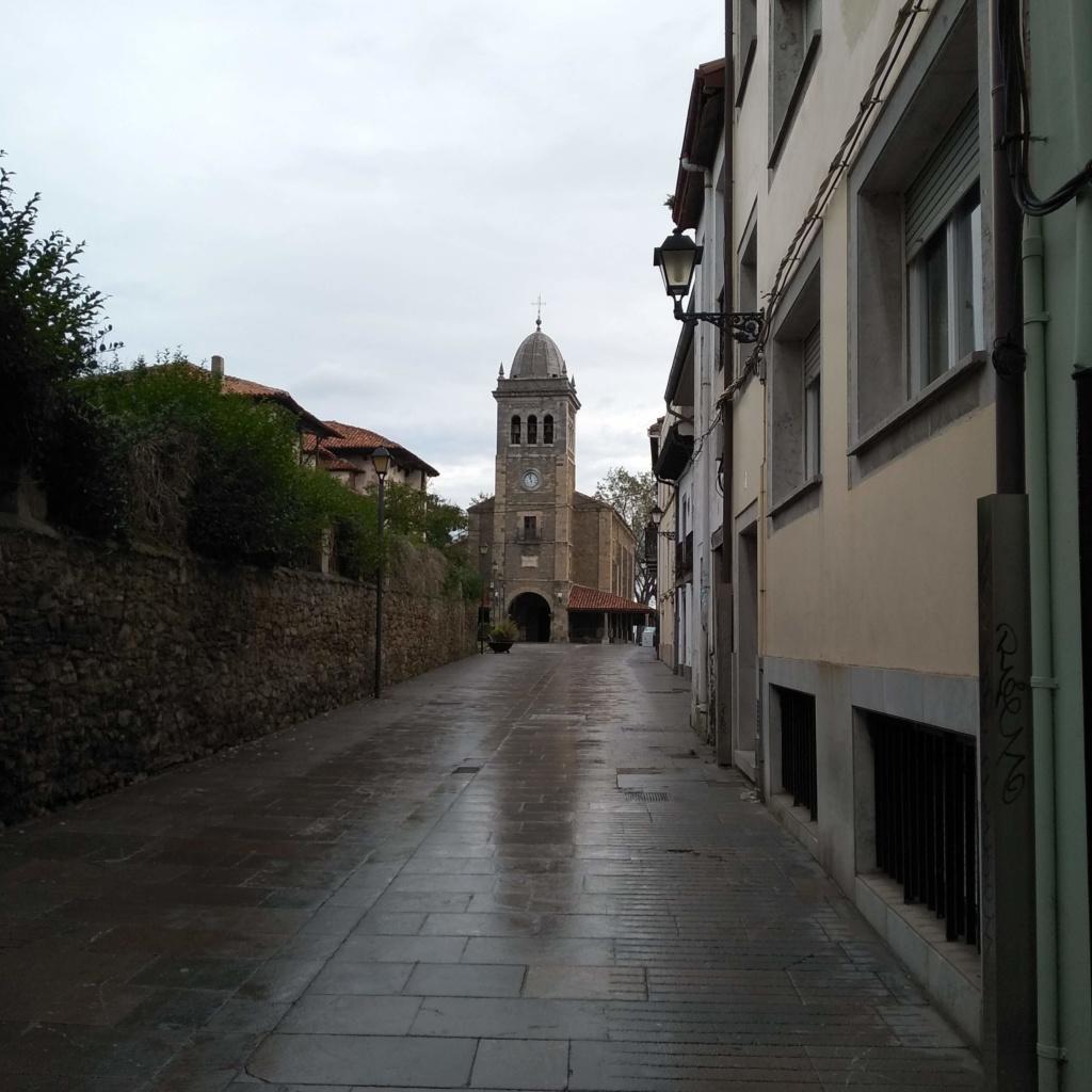 qué ver en luanco, paseo peatonal que lleva a la iglesia